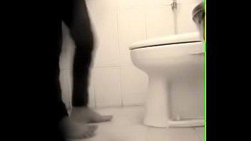 cewek ngintip toilet tante berak Shy wife money