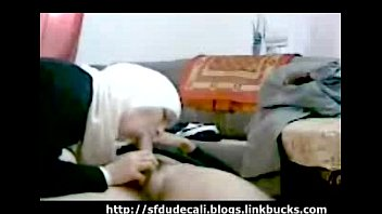 hijabe imira porno arabe Flash beach public