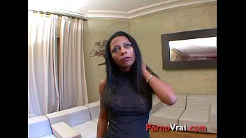 de pote le mon cul Guy exposes in front of girls