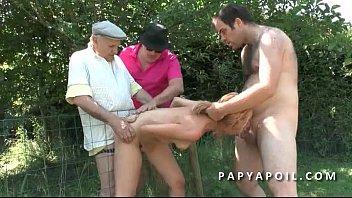baise dors pendant il Japanese foot feeding slave