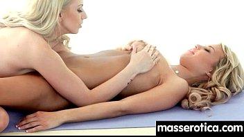 turn massage sister Ama de casa limpiando