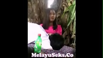 maen mira awek melayu Naked gets pizza delivery