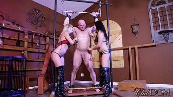 classic gay beating dungeon Casal entendiados com o futebol resolvem brincar