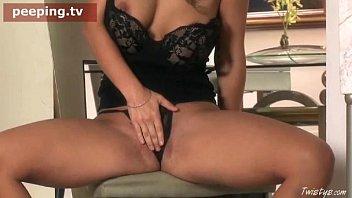 masturbating watching iraqi porno while girlalone Papi rompe mi culo